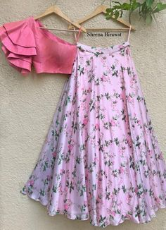 Indian Gowns Dresses, Indian Fashion Dresses, Dress Indian Style, Indian Designer Outfits, Girls Fashion Clothes, Designer Dresses, Indian Skirt, Long Dresses, Kids Blouse Designs