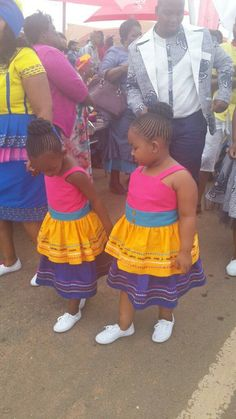 Traditional Dresses For Kids, Pedi Traditional Attire, Tsonga Traditional Dresses, Traditional Wedding Decor, Traditional Outfits, African Bridesmaid Dresses, African Wedding Dress, African Attire, African Dress