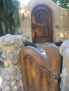 Love the idea of a courtyard where I could grow herbs and small vegetables and topiary fruit trees. and the carved gate is nice. Maybe an olive tree or a Winter Daphne by the door? Cob Building, Building A House, Natural Homes, Earth Homes, Natural Building, Earthship, Sustainable Living, My Dream Home, House Design