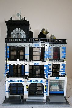 ~ Lego MOCs City ~ Modular Police Station Front   by ezzkazz1 Lego City Sets, Lego Sets, Lego City Police Station, Legoland, Lego Village, All Lego, Lego Modular, Lego War, Lego Design