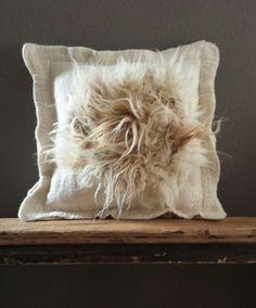 Dag workshop  Kei vilten     Je leert een prachtige kei te maken met mooie natuurlijke kleuren van verschillende schapen.  Doorsnee is...