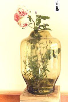 wazon, szklany wazon, dekoracje do domu, ozdoby do domu, wazon na kwiaty. Zobacz więcej na: https://www.homify.pl/katalogi-inspiracji/14441/dekoracje-do-domu-dla-kreatywnych
