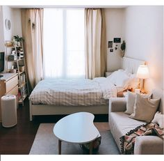Small Room Bedroom, Room Ideas Bedroom, Home Decor Bedroom, Small Bedroom With Couch, Bedroom Ideas For Small Rooms Cozy, Small Bedroom Inspiration, Master Bedroom, Small Apartment Bedrooms, Warm Bedroom