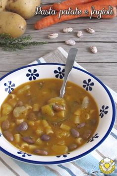 Pasta patate e fagioli: una zuppa densa e cremosa, vero e proprio p. Pasta with potatoes and beans: a thick and creamy soup, real to face the winter. Potato Pasta, Pasta Soup, Tuscan Bean Soup, Latest Recipe, Meat Recipes, Good Food, Food And Drink, Potatoes, Dishes