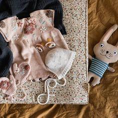 """Mini & Stil on Instagram: """"#ohbaby 💕 Ich war gestern Abend so tiefenentspannt, dass ich keine Lust mehr hatte, mich mit meinem Handy oder Instagram zu beschäftigen 🙃…"""" Baby Outfits, Little Girl Outfits, Little Girls, Mini, Knit Crochet, Kids Fashion, Reusable Tote Bags, Knitting, Winter"""