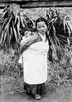 Korea, 1911  Photographer, Norbert Weber  Missionsverlag St. Ottilien, Oberbayern 1923  Im Lande der Morgenstille