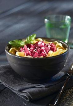 Punajuuripasta Fruit Salad, Feta, Baking Recipes, Acai Bowl, Vegetarian Recipes, Cooking, Breakfast, Cooking Recipes, Acai Berry Bowl