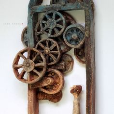 The Old Machinery i oranżada, Rzeźba ceramiczna do powieszenia na ścianie, Ceramika Arek szwed, Ceramic Sculpture