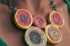 How to make recycled paper coil beads - DIY Jewelry Vintage Ideen Paper Bead Jewelry, Jewelry Art, Jewellery, Beaded Jewelry, Fused Plastic, Diy Paper, Paper Crafts, Bead Crafts, Do It Yourself Jewelry