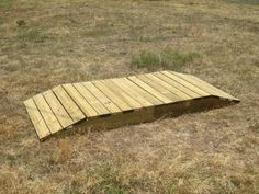 DIY horse trail obstacles, would also want a ditch Diy Horse, Horse Tips, Extreme Trail, Paddock Trail, Dressage, Cross Country Jumps, Horse Arena, Horse Exercises, Horse Games