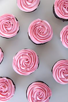 These Chocolate Cupcakes with Pink Marshmallow Buttercream are a delicious and pretty treat for your next party! A super chocolatey cupcake base with a soft marshmallowy buttercream topping. Marshmallow Buttercream, Cupcake Frosting, Buttercream Frosting, Cupcake Chardonnay, Just Desserts, Delicious Desserts, Dessert Crepes, Pink Marshmallows, Chocolates