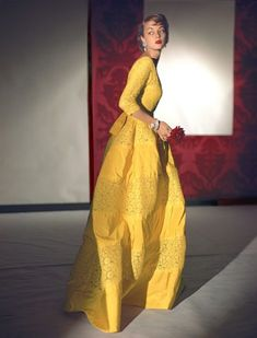 Jean Patchett wearing a lemon evening dress with length sleeves in stiff taffeta and lace from the Empire line made to order at Henri Bendel, diamond jewelry by Harry Winston, photo by Horst P. Horst for Vogue October, Moda Vintage, Vintage Mode, Vintage Outfits, Vintage Dresses, Vintage Glamour, 1940s Fashion, Fashion Models, Yellow Evening Dresses, Yellow Gown