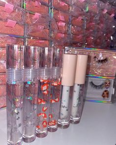 Lip Gloss Homemade, Diy Lip Gloss, Glitter Lip Gloss, Diy Gifts To Sell, Glossy Lips, Aesthetic Makeup, Lip Care, Makeup Cosmetics, Cosmetic Packaging