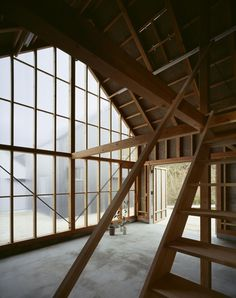 House in Hieidaira by Tato Architects The residence is located at the foot of Mt. Hiei near the border of Kyoto and Shiga. Japanese Architecture, Architecture Details, Interior Architecture, Wooden Steps, Attic Spaces, Open Spaces, Post And Beam, Japanese Interior, Architect House
