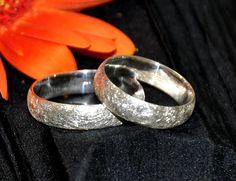 Partnerringe aus Silber. Rings For Men, Wedding Rings, Engagement Rings, Jewelry, White Roses, Silver, Enagement Rings, Men Rings, Jewlery