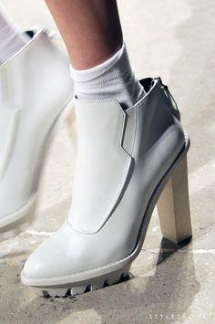 / shoe