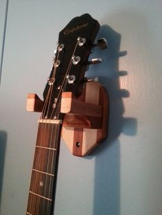 Wooden hanger for guitar. Wooden Guitar Stand, Guitar Wall Hanger, Guitar Storage, Support Mural, Kids Wood, Made Of Wood, Wooden Diy, Diy Woodworking, Wood Projects
