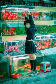 neon aquarium - would be awesome for shoot to find a fish store - creates amazing lighting and edgy photos . Looks Style, Looks Cool, Umibe No Onnanoko, Film Photography, Fashion Photography, Walmart Photography, Moonlight Photography, Photography Reflector, Photography Courses