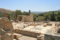 Knossos, Kreta, Griekenland. Dit waren de overblijfselen van het paleis van koning Minos. Het was een hele mooi plek met allemaal mooie planten en bloemen ook.