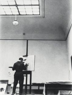 Laszlo Moholy-Nagy in his studio c1923 - László Moholy-Nagy - Monoskop