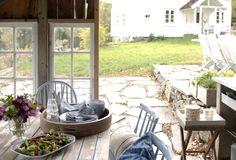 Oppussing av gammelt småbruk med utedo - Inspirasjon Country Style, Patio, Outdoor Decor, House, Home Decor, Rustic Style, Decoration Home, Home, Room Decor