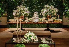 Mesa de doces - Decoração em verde e branco para um casamento clássico ( Decoração: Flavia Fonseca de Moraes )