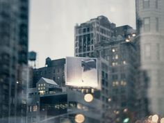 In his latest photo book 'Logbuch New York', German photographer Steffen Böttcher assembles a series of photographs taken with a customized lens as a homage. Human Photography, Seattle Skyline, Photo Book, New York City, Times Square, Lens, Travel, Design Inspiration, Nyc