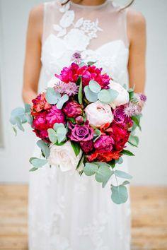 Flower Power Hochzeitsinspiration  @Irina Rott & Nicole Schiessl http://www.hochzeitswahn.de/inspirationsideen/flower-power-hochzeitsinspiration/ #wedding #shooting #flowers