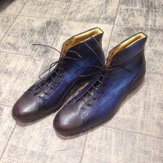 Black & blue - MC sur le ring 8029 : 320€ #jmlegazel #dandy #elegance #shoesaddict #paris #handmade #patina #custom #chaussures #souliers #mensstyle #shoes #shoeshine #modehomme #mode #men #fashion #style #luxe #menstyle #menswear #leather #carlossantos #menshoes #instashoes #patine #patina #custom #gq #guyswithstyle #polish #carlossantos #shoesoftheday #sport #basket