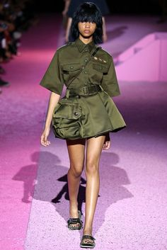 Marc Jacobs Spring 2015 Ready-to-Wear Fashion Show - Samantha Archibald