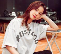 South Korean Girls, Korean Girl Groups, Lisa Park, Bts Black And White, Jennie Lisa, Lisa Bp, Blackpink Fashion, Blackpink Jisoo, Princesas Disney