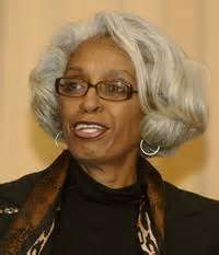 Dr. Barbara Ross-Lee was the first African-American woman to be appointed dean of a United States medical school. Her identity is associated with a famous family name, as she is the sister of music legend Diana Ross. She now serves as dean of the New York Institute of Technology's New York College of Osteopathic Medicine.