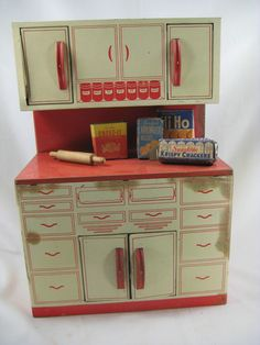 Wolverine Toy Tin Litho Kitchen Cabinet