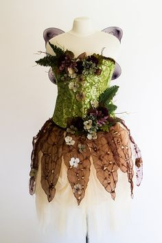 Woodsy and wonderful, this fairy costume is perfect for mischievous fairy revels in the enchanted forest! Four pieces make up this