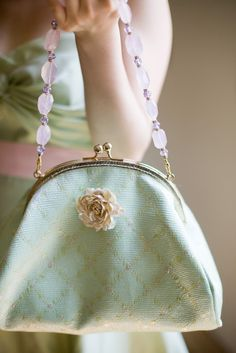 I love absolutely everything about this purse. So beautiful! So me! I want....
