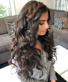 Perfect Ash Blonde Long Thick Wavy Hairstyles 2019 for Girls and Women To Try This Year - Prom Hairstyles Box Braids Hairstyles, Hairstyle Names, Shaved Side Hairstyles, Prom Hairstyles, Down Hairstyles, Trendy Hairstyles, Straight Hairstyles, Hairstyles Videos, Medieval Hairstyles