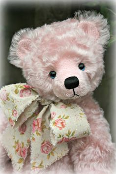 Elizabeth Rose - an #artistbear #teddy designed and created by #paulacarter…