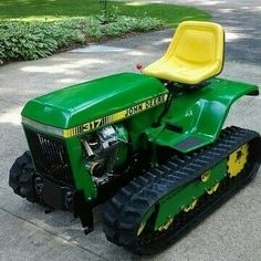 """John Deere 317 on tracks "" John Deere Garden Tractors, Yard Tractors, Small Tractors, John Deere Crafts, Lawn Mower Maintenance, Diy Go Kart, Riding Mower, Antique Tractors, Engin"