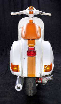 <h1>Custom Vespa PX 200</h1> <p>Komplettes Vespatuning Projekt auf Basis einer Vespa PX 200 - mit Newline 'S' Motorkonzept.</p>