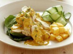 Kipfilet met currysaus http://www.libelle-lekker.be/recepten/eten/15235/kipfilet-met-currysaus