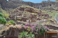 Rutas por Gran Canaria: desde la capital al sur | Disfrutar de tu tiempo libre es facilisimo.com. Casas cueva, lugar de los ultimos guanaches en las islas Canarias.