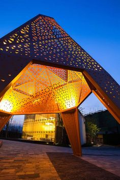 Four-legged perforated metal pavilions rise above Fengming Mountain Park in Chonqing, China Space Architecture, Amazing Architecture, Architecture Details, Chinese Architecture, Futuristic Architecture, Metal Cladding, Metal Facade, Mountain Park, Perforated Metal