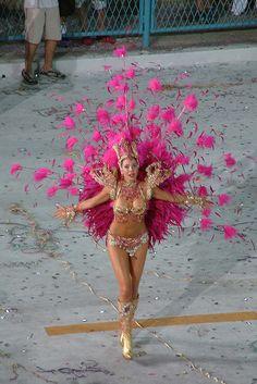 .carnival Carnival Costumes, Girl Costumes, Dance Costumes, Rio Brazil, Brazil Carnival, White Desk Office, Samba Costume, Divas, Beautiful Costumes