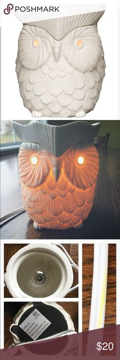 Authentic Owl Scentsy Wax Warmer I've owned this for about three years. Bulb still works. I cleaned out all the wax. A little dirty on the cord and a bit of dust on the inside. I can polish it up more before sending off. Very cute Scentsy warmer and perfect for any wise owl lover! I'm downsizing my owl collection 🦉 and it's time to pass this cutie along. Scentsy Other