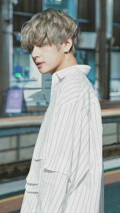 """Taehyung be careful "" Jackson. ""Run Taehyung runnnnn . ------ ""Please don't eat me , "" Taehyung . Bts Taehyung, Namjoon, Jimin, Bts Bangtan Boy, Jungkook Smile, Jungkook Funny, Taehyung Photoshoot, Fan Fiction, Daegu"