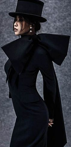 <3 Shades Of Black, Black And Grey, Color Black, New York Style, My Style, Victor Victoria, Black Smokey, Fashion Themes, Black Edition