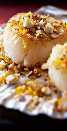 Crumble of scallops with hazelnuts: discover the cooking recipes of Femme Actuelle Le MAG - cuccina - Dinner Recipes Crock Pot Desserts, Fall Dessert Recipes, Fall Recipes, Sweet Recipes, Christmas Recipes, Instant Pot Dinner Recipes, Winter Dinner Recipes, Recipes Dinner, Crockpot Recipes