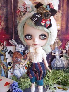 ☆ *: Custom Blythe white rabbit watch Alice Manish: * ☆