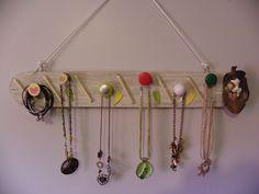 Porte bijoux en bois blanchi dans le thème enfant crayons coquillages : Presentoir, boîtes par laboutiquedelydia