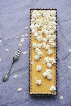Tarte aux abricots meringuée, pour changer de la délicieuse tarte au citron... Acidulée et pleine d'été !